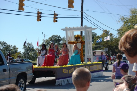 Life In A Small Town The Homecoming Parade Tales From The Mom Side