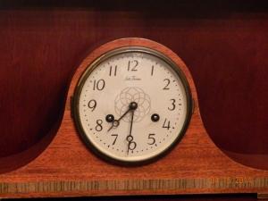 Elegant Mantel Clock